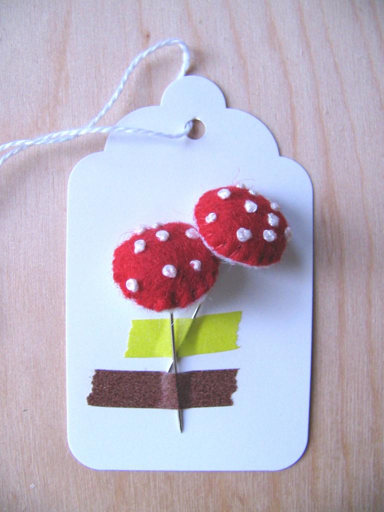 2 Mushroom Pins, 5_lightsmall