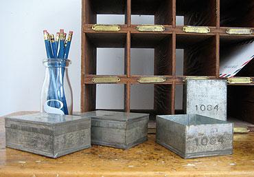 Numbered_tea_sample_tins_1