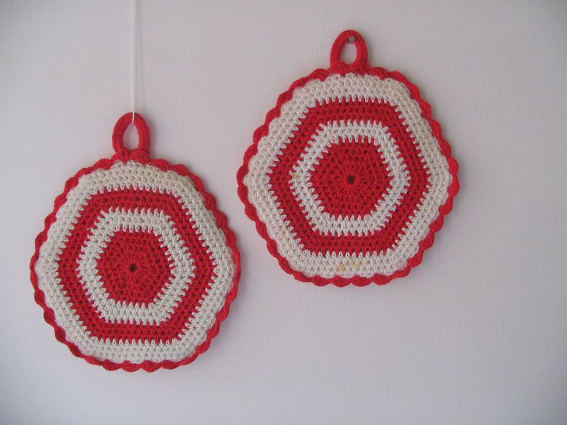 Red_white_potholders_1e