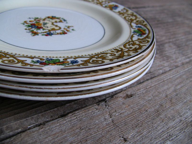 Set of 4 Small Floral Plates, 4